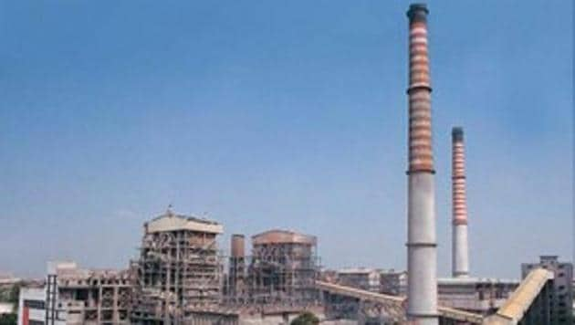 Badarpur Thermal Power Station will be permanently shut from October 15, with the much delayed sub­station in Tughlakabad ready for commissioning by the end of this month.(HT File Photo)