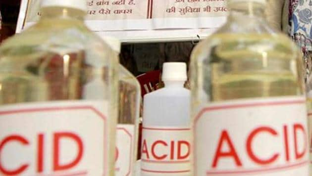 A college student was attacked with acid in Assam's Lakhimpur after her family had turned down his marriage proposal.(HT)