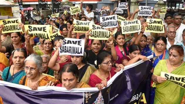 Devotees take part in the 'namajapa' (chanting the name of Lord Ayyappa ) in Ernakulam, Sunday, Oct 7, 2018 against the Supreme Court verdict on the entry of women of all ages into the Sabarimala Lord Ayyappa Temple.(PTI)