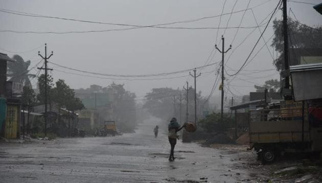 Indian Railways suspended trains bound for Srikakulam and the Andhra Pradesh State Road Transport Corporation also withdrew its bus services covering the cyclone-affected areas and power supply was shut down in the wake of warnings sounded by IMD.(HT Photo/ Arabinda Mahapatra)