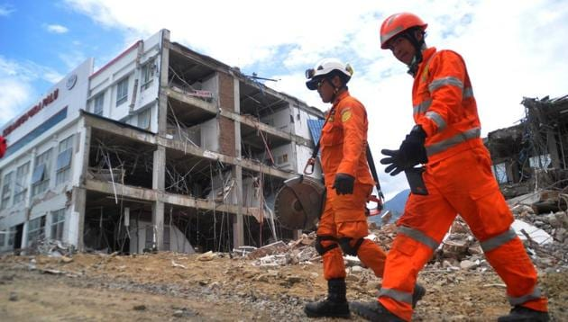 Indonesian search and rescue personnel walk near the damaged Anutapura hospital in Palu on October 11, 2018, following the September 28 earthquake and tsunami that hit the area.(AFP)