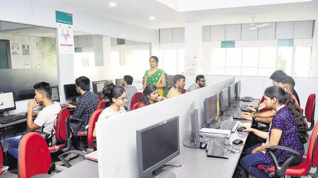 Students busy at the computer science lab at Bharati Vidyapeeth Deemed university college of engineering on Wednesday.(RAVINDRA JOSHI/ HT PHOTO)