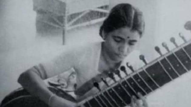 Annapurna Devi was the daughter of Allauddin Khan, and from 1941 to 1962 was married to Ravi Shankar, who had also trained under her father.(Youtube)