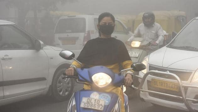 Delhi's air quality has started dipping, though the air quality index hasn't touched 'very poor' or 'severe' levels yet.(HT File Photo)