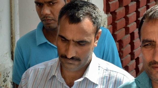 Police take Mahipal Singh, who is accused of shooting a judge's wife and son, to a court, in Gurugram, Sunday, Oct 14, 2018.(PTI)