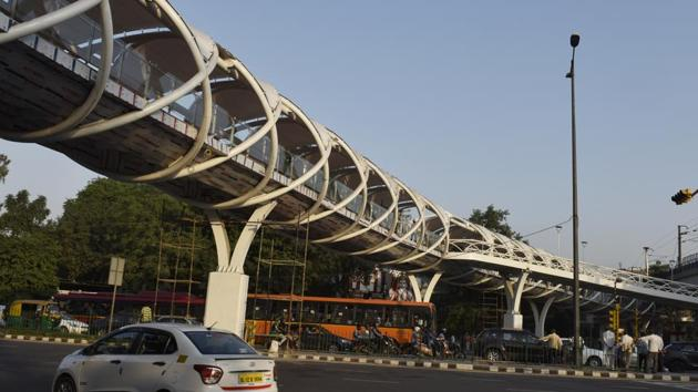 The skywalk at ITO in central Delhi, that will be opened on October 15, 2018 by Union minister Hardeep Puri, has become mired in controversy with Delhi's AAP government and the Centre trading charges over its inauguration.(Mohd Zakir/HT Photo)
