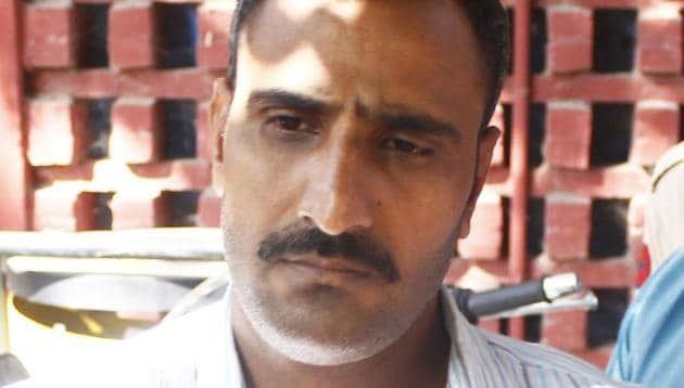 Gurugram Police has sought help from social media platforms and web search engine Google to share Mahipal Singh's (in picture) browser history to figure out his motive for shooting at judge Krishan Kant's wife and son.(Yogendra Kumar/HT PHOTO)