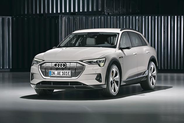 The 5 seat e-tron is identifiable as an Audi SUV alright but it does get some unique detailing to set it apart