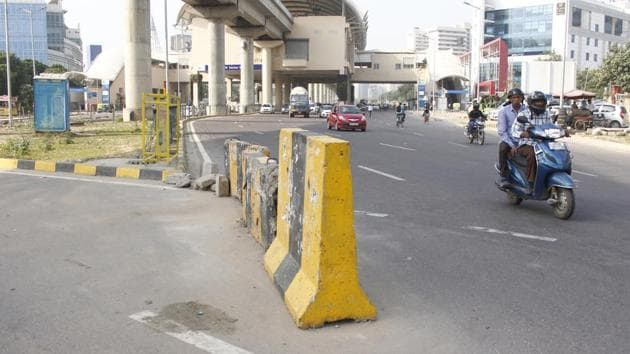 On Gurugram's Golf Course Road, jersey barriers a cause of accidents and fatali...