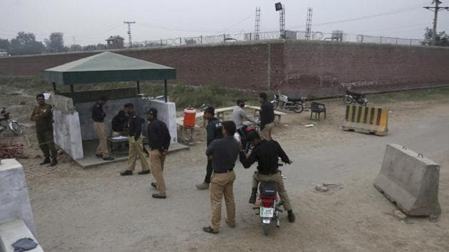 Pakistani police officers stand guard at a checkpoint of a prison where authorities executed Mohammad Imran convicted of killing eight children, in Lahore, Pakistan, on Wednesday.(AP photo)