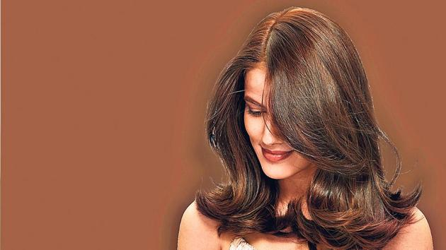 If you like to keep things simple and comfortable, go for natural or dark browns like chocolate or coffee which will add that special style and shine to your hair and look.(Garnier)