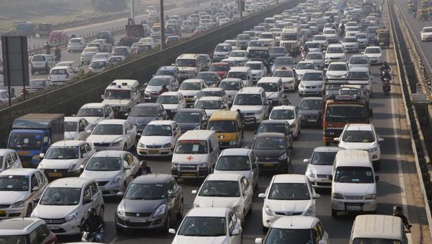 Frequent changes in the position of jersey barriers at Atlas Chowk exit on the Delhi-Gurugaon Expressway cause traffic snarls and accidents.(PTI File)