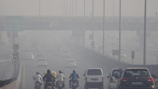 A view of Gurugram engulfed in smog(Yogendra Kumar/HT Photo)