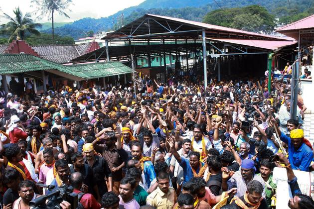Protesters chant slogans as several female devotees arrive to offer prayers at Sabarimala temple in light of the recent verdict by Supreme Court allowing entry to women of all ages in the temple.(PTI)