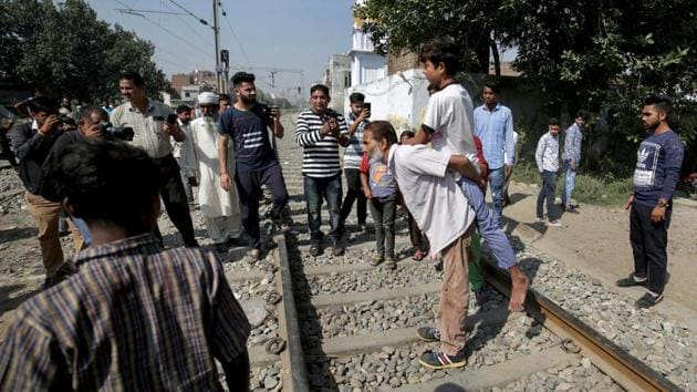 Relatives of injured victims of railway accident protest in demand of proper medical treatment, in Amritsar, Sunday, Oct 21, 2018.(PTI)