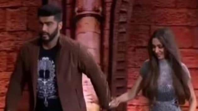 Arjun Kapoor and Malaika Arora were seen twerking with an India's Got Talent contestant.(YouTube Grab)