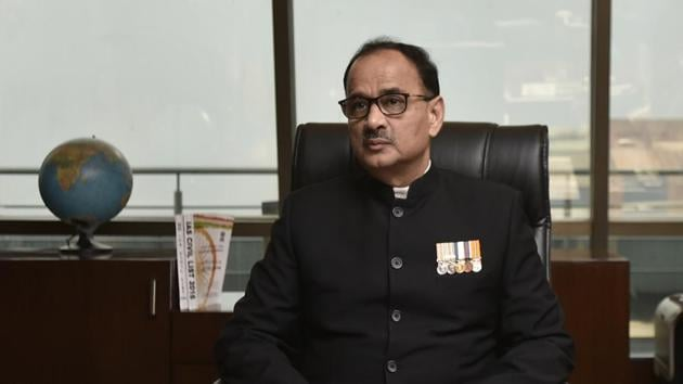 CBI director Alok Verma (in picture) and his deputy Rakesh Asthana were divested of all duties late in on Tuesday night following a feud between the two.(Ravi Choudhary/HT File Photo)