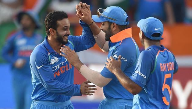 Indian cricketer Kedar Jadhav (L) celebrates with his teammates(AFP)