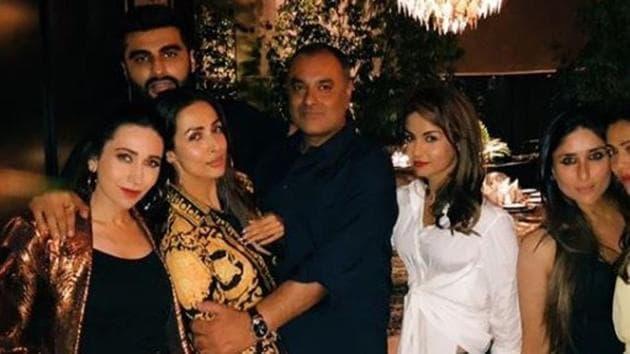 Arjun Kapoor and Malaika Arora party with Kareena Kapoor and other friends.