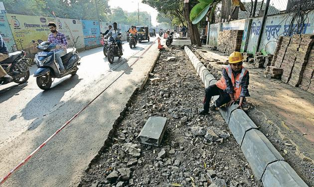Activists and road experts are not happy with reduction in the size of the footpaths as seen here at Raja Rao Bahadur mills road, where footpath size has decreased(Pratham Gokhale/HT Photo)