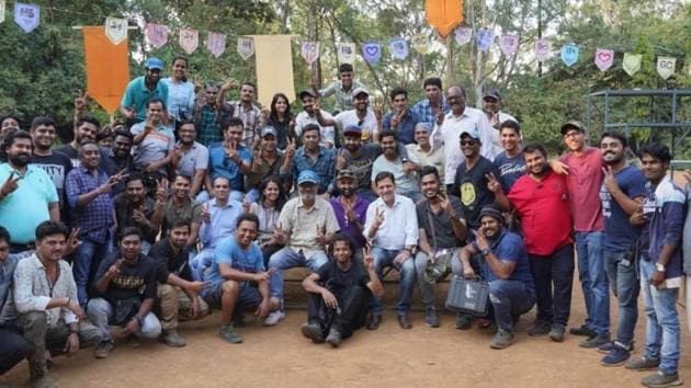 Nitesh Tiwari announced the schedule wrap of the film Chhichhore with a picture.(Twitter)