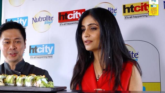 Bollywood singer Shibani Kashyap with Chef Augusto Cabrera at the HT City Culinary Fest.(HT)