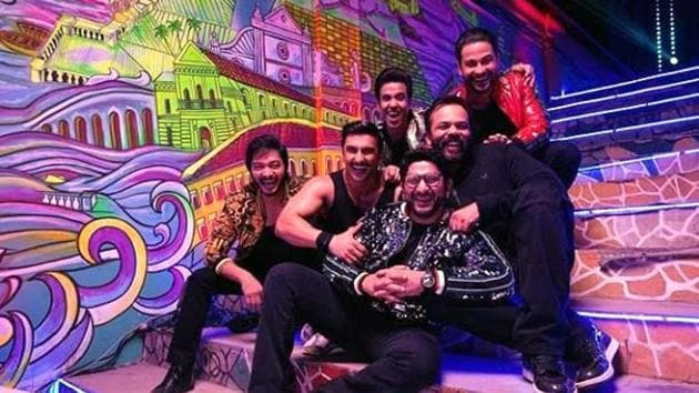 Ranveer Singh shared this pictures with Rohit Shetty, Arshad Warsi, Tusshar Kapoor, Shreyas Talpade and Kunal Kemmu.(Instagram)