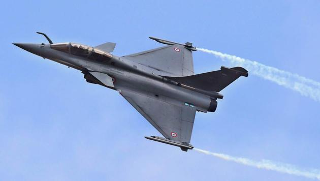 The Supreme Court on Wednesday asked the government to provide Rafale deal price details in a sealed envelope in 10 days.(PTI file photo)