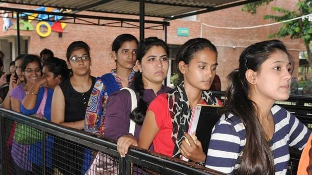 Himachal Pradesh Board of School Education (HPBOSE) on Wednesday declared the State Open School (SOS) examination result for Class 8 (middle examination), Class 10 (matric examination) and Class 12 (Plus two examination) on its official website.(HT file)