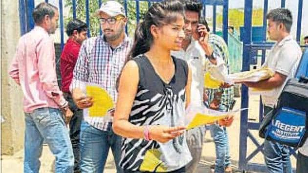 The admit card for the written examination to recruit constables in Bihar Police and Fireman in Bihar Fire Services has been released by Central Selection Board of Constable (CSBC), Bihar.(HT file)