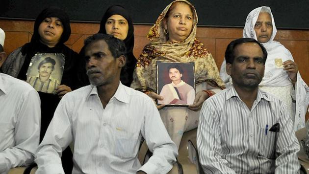 Relatives pose with photos of Hashimpura massacre victims in New Delhi.(Saumya Khandelwal/HT Photo)
