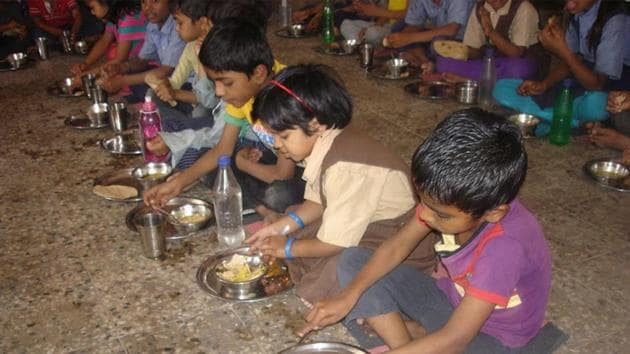 Improved nutrition, better sanitation and increased asset ownership have halved India's poverty rate between 2005-06 and 2015-16, according to a study by the Oxford University.(HT File Photo)