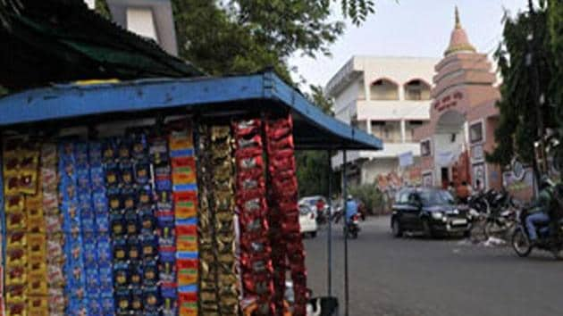Maharashtra government has issued directives to all government agencies — police, district collectors and civic bodies — to implement the order making gutkha sale a non-bailable offence in the state.(HT File Photo)