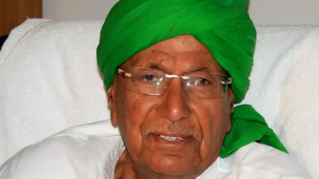 The expulsion was announced by former Haryana Chief Minister Om Prakash Chautala, who is the National President of the INLD and grandfather of both youth leaders.(HT Photo)