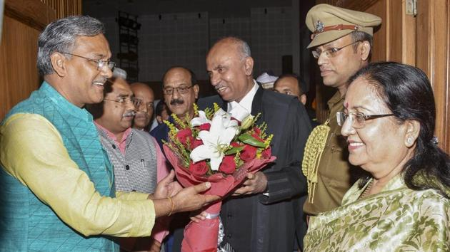 Uttarakhand chief minister Trivendra Singh Rawat greets the newly appointed Justice Ramesh Ranganathan, as the Chief Justice of Uttrakhand high court at Raj Bhavan, in Dehradun on November 2.(PTI Photo)