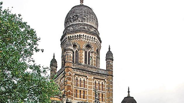 The Maharashtra government will hand over 38.85 hectares to the BMC to set up a new dumping ground in Ambernath.(HT File Photo)
