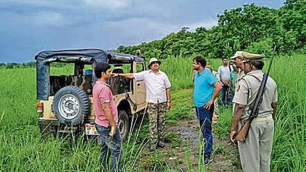 Dudhwa Tiger Reserve officials inspect the spot where a tigress was killed in Kishanpur sanctuary.(HT PHOTO)