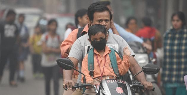 The 2015 Global Burden of Disease report attributes about 1.09 million deaths in India to PM 2.51 and identifies air pollution to be among the top 10 health risks in the country. As per the World Health Organization, 37 Indian cities are among the world's top 100 cities with very high levels of PM10.(Raj K Raj/HT PHOTO)