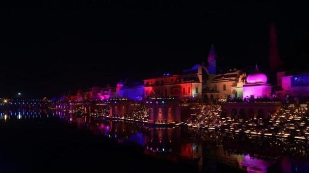 3 lakh plus diyas lit on Diwali 2018, broke a Guiness World Record(UP Tourism/Twitter)