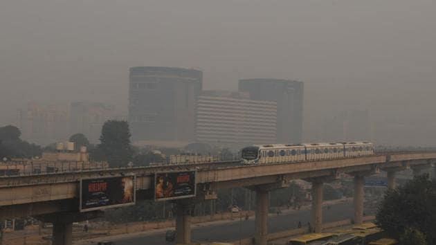 A day after Diwali, smog covers Cyber city Gurugram, in Gurugram, India, on Thursday, November 08, 2018. (Photo by Parveen Kumar/Hindustan Times)(Parveen Kumar / HT Photo)