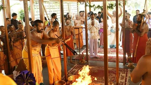 Telangana Rashtra Samithi president and caretaker chief minister K Chandrasekhar Rao attending a yagam at prominent Vaishnavaite seer Sri Tridandi Chinna Jeeyar Swamy's ashram on the outskirts of Hyderabad to seek divine blessings for his party's victory in the December 7 Telangana assembly elections (HT Photo)(HT Photo)