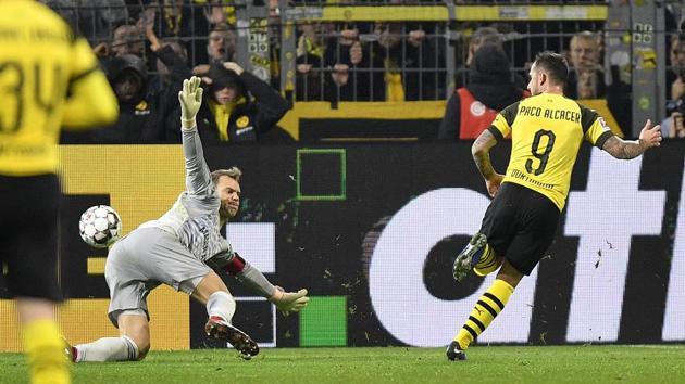 Dortmund's Paco Alcacer scores the decisive third goal for Dortmund against Bayern goalkeeper Manuel Neuer during the German Bundesliga soccer match between Borussia Dortmund and Bayern Munich.(AP)