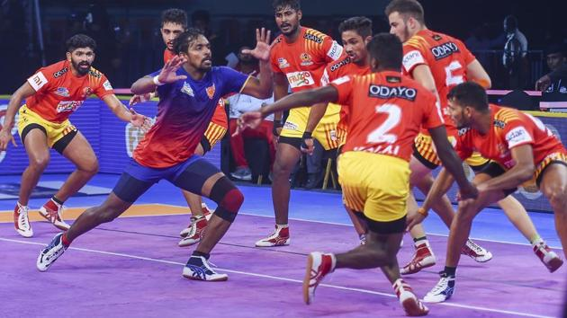 Dabang Delhi and Haryana Steelers were victorious in the Pro Kabaddi League 2018 on Sunday.(AP)