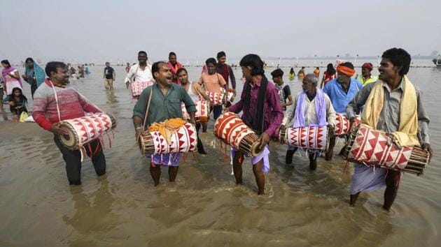All Delhi government offices and educational institutions will remain closed on account of Chhath puja on Tuesday.(PTI)