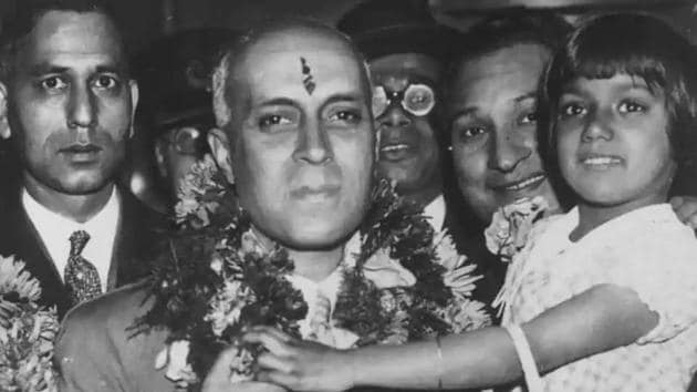 Jawaharlal Nehru, who was lovingly referred to as Chacha Nehru (Uncle Nehru), was very fond of children.(Keystone/Getty Images)