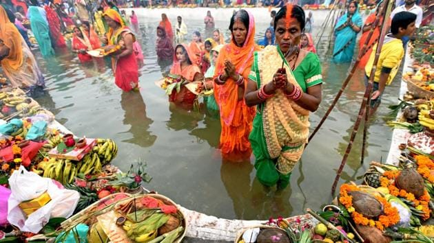 <p>Thousands of worshippers, mainly women, paid obeisance to the setting sun along the Yamuna riverbank on the occasion of Chhath on Tuesday, as traditional...