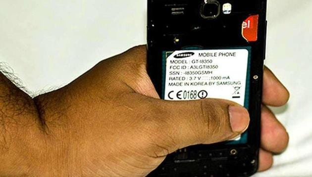The victim, a Pune resident, received a call from a man posing as an employee of a telco, and was asked to share his SIM card details.(HT Photo / Representative Image)