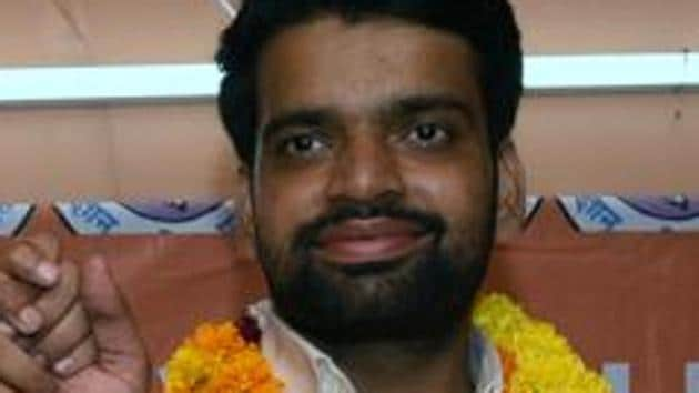 The Akhil Bharatiya Vidyarthi Parishad, the students wing of the RSS, on Thursday asked Delhi University Student Union (DUSU) president Ankiv Baisoya to resign from his post and also relieved him of all organisational responsibilities till the enquiry into allegation of having furnished a fake degree is over.(HT PHOTO)