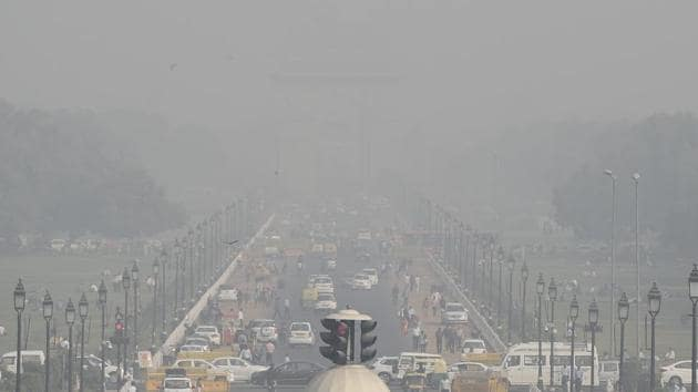 Even as Delhi's annual winter pollution crisis has made residents aware of the harmful PM10 and the dangerous PM2.5 particulate matter, the tiniest and deadliest of these pollutants, PM1, shot up at least 12 times this November than what it is on the cleanest monsoon days, according to scientists monitoring air quality in the national capital.(HT PHOTO)