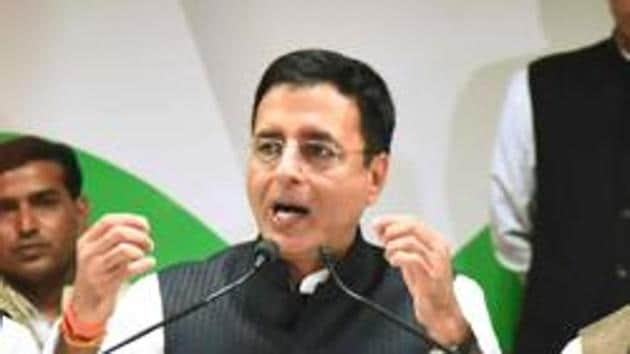 Congress national spokesperson Randeep Singh Surjewala said the cloak of secrecy surrounding the illnesses of Goa chief minister Manohar Parrikar and former Congress president Sonia Gandhi are not comparable .(HT File Photo)